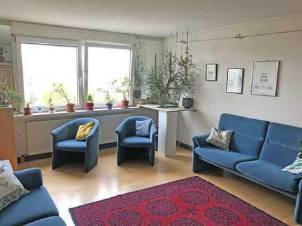 Schöne, gut geschnittene 4,5 Zimmer Eigentumswohnung mit Balkon