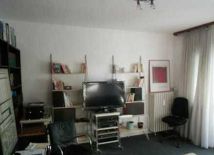 Vollmöblierte gutgeschnittene Wohnung mit Gartenblick und SW-Loggia