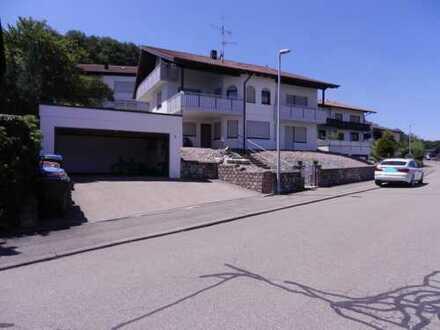 Wohnhaus mit 3 Wohneinheiten, Doppelgarage und Stellplatz