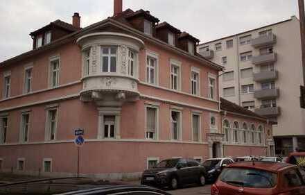 Repräsentative 4-Zimmer-Wohnung in denkmalgeschützter Stadtvilla