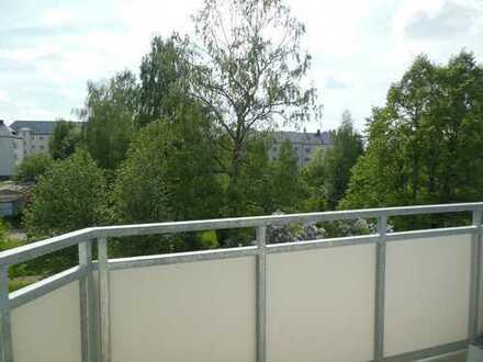 Mit dem Aufzug ins neue Zuhause!! Moderne EBK -Fußbodenheizung im Bad - Balkon mit Blick ins Grüne!!
