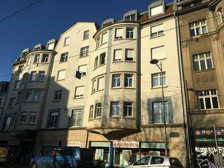 Helle Wohnung mit Balkon, Laminat, Wanne und offener Küche in Gohlis, TG mgl., FREI
