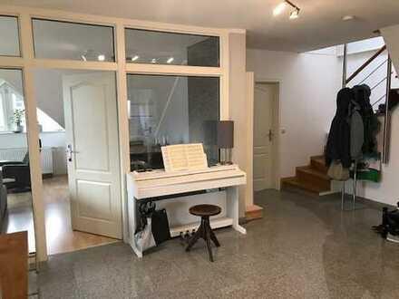 3,5 ZKB-Wohnung (122m²) über 2 Ebenen mit EBK in ruhiger Lage Nähe Nordfriedhof