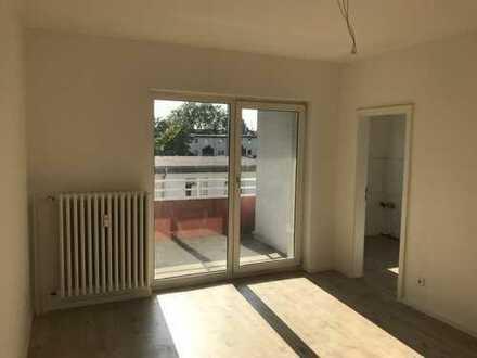 **ALLES NEU-ERSTBEZUG** frisch sanierte 3-Zimmer, grosser Balkon