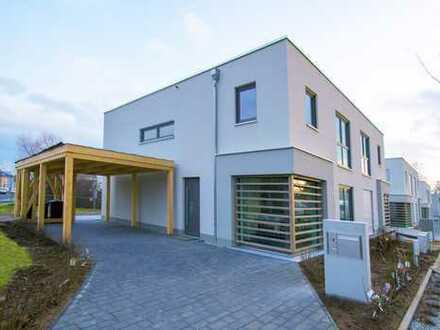 Doppelhaushälfte mit Blick ins Grüne und traumhaften Grundstück!