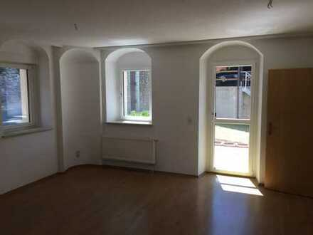 Günstige, sanierte 2,5-Zimmer-Wohnung mit Terrasse in Wildenfels