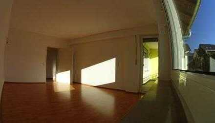 Vollständig renovierte 3-Zimmer-Wohnung mit Balkon und Einbauküche in Leonberg