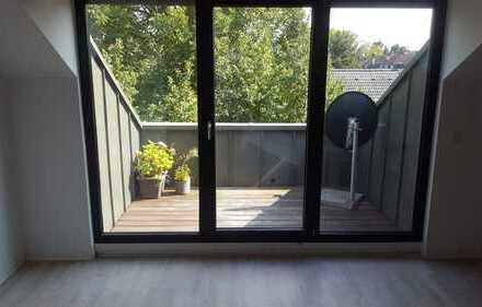Neuwertige 2-Zimmer-Dachgeschosswohnung mit Balkon und EBK in Mönchengladbach