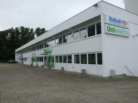 Vielseitige Hallenfläche mit Büroräumen