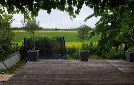Haus mit Garten / Feldrandlage in Osthofen