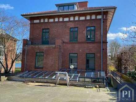 Helle Gewerberäume im Dachgeschoss einer Historischer Villa am kleinen Kiel!