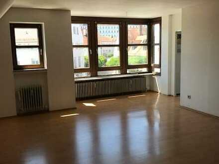 Vollständig renovierte Dachgeschosswohnung mit drei Zimmern und Einbauküche in Freiburg im Breisgau