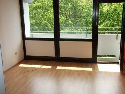freundliche 3-Zimmer-Wohnung mit Balkon in Perlach, München