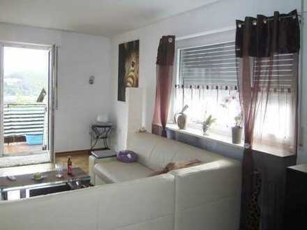 AUMÜLLER-IMMOBILIEN - Gut ausgestattete 3-Zi-Wohnung mit Gäste-WC Garage und Balkon in Wächtersbach