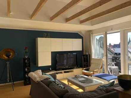3 Zimmer DG-Wohnung mit Balkon, EBK und Stellplatz in Köln-Worringen