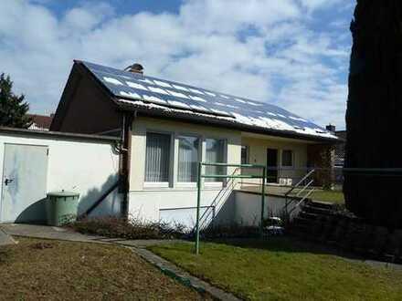 Beliebte Wohnlage: sonniges EFH mit großem Garten und Doppelgarage