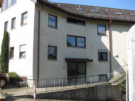 Gepflegte Wohnung mit zwei Zimmern sowie Balkon und Einbauküche in Aichwald-Schanbach