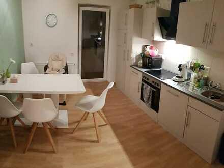 Kleine, charmante 3-Zi-Altbau-Wohnung mit überdachtem Ost-Balkon