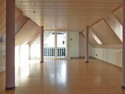 4-Zimmer, 100m2, DG-Wohnung mit Balkon und Parkplatz in Idstein