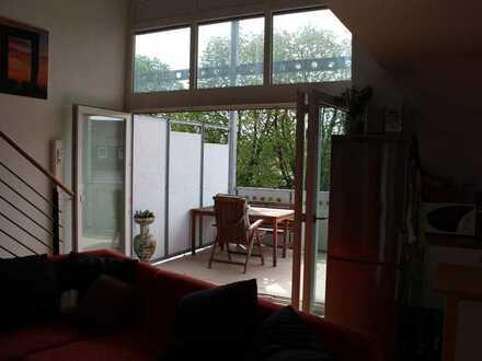 Helle Galerie-Wohnung in 4-Fam.-Haus in S-Bahnnähe