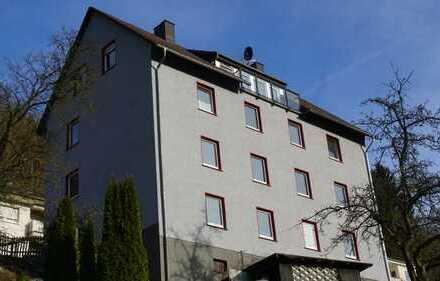Exklusive, helle 4 Zi. DG Wohnung mit Loggia+2 Bäder, komplett modernisiert, Erstbezug