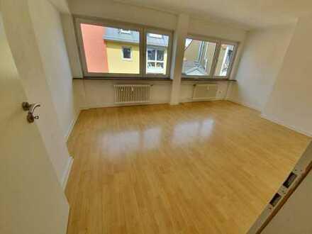 Freundliche, gepflegte 3-Zimmer-Wohnung zur Miete in Frankfurt Bockenheim