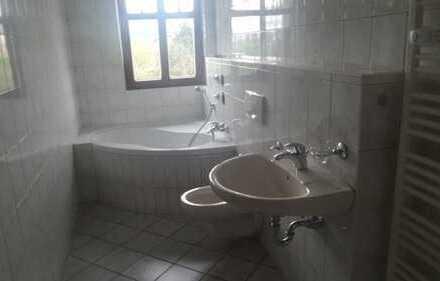 *SCHICKE 2-ZI.-WOHNUNG in Sonneberg zentral, Dachgeschoss 65m². Mit Einbauküche*