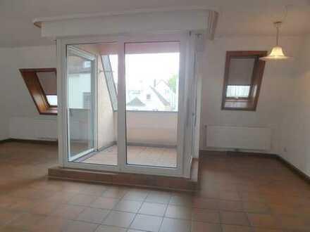 Schöne 2-Zimmer Dachgeschosswohnung im Zentrum von Zuffenhausen