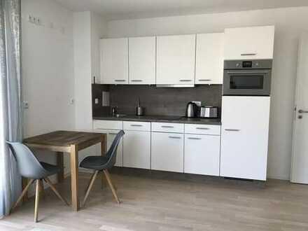 Exklusive, neuwertige 2-Zimmer-Erdgeschosswohnung mit Garten und EBK in München, Messestadt West