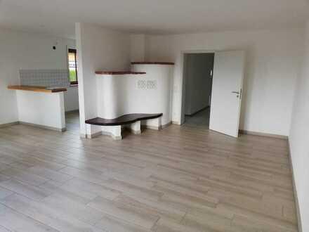 Frisch renovierte 2-Zimmer Wohnung mit Kachelofen inklusive Terrasse mit Gartenanteil