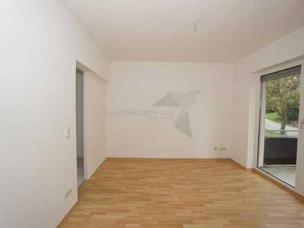 Kleine 2-Raum-Wohnung mit Balkon und Pkw-Stellplatz direkt vor der Wohnung