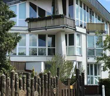 Helle 3-Zimmer-Wohnung mit Balkon und EBK in Mahlsdorf