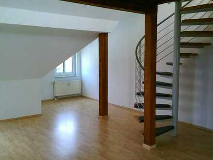 Chemnitz-Schönau: 2-Zimmer-Maisonette-Wohnung im Dachgeschoss, mit Galerie, Balkon, Stellplatz