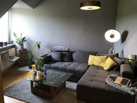 Helle 3,5-Zimmer-DG-Wohnung mit Sonnenbalkon und EBK