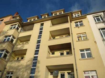 Plauen Stadtmitte-größere 2- Zi.- Wohnung im 2. OG mit SÜDWEST- Balkon & teilw. Parkett