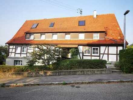 Bad Boll: Wohnen und Arbeiten unter einem Dach. 4,5 Zi. Erdgeschoß Wohnung mit Gartenanteil !!!