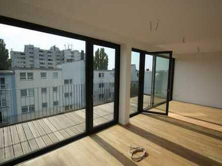 Erstbezug: helle, geräumige 4-Zimmer-Wohnung im obersten Stockwerk mit EBK und 2 Terrassen