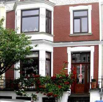 Hochwertige teilmöblierte 3-Zimmer-Maisonette-Wohnung mit Balkon im vorderen Schwachhausen