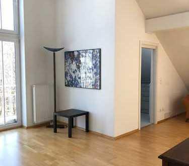 Möbliert und sehr charmant - 2 Zimmer Atelierwohnung in zentraler Lage ab 01.06. zu vermieten!
