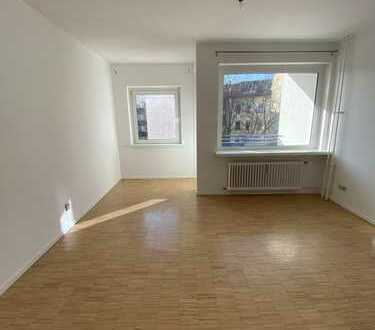 Renovated 1-room flat with balcony - 5 mins walk from KDW and Kudamm