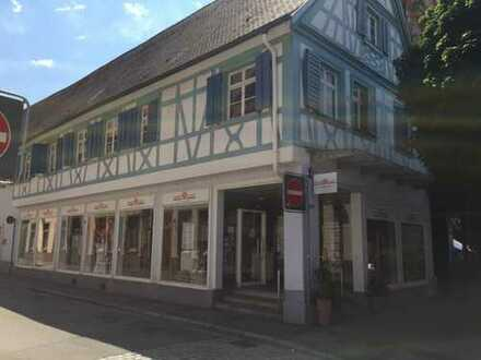 Denkmalwürdiges Geschäftshaus mit Ausbaupotential in City-Lage !