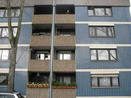 Schöne gut geschnittene 4-Zimmer-Wohnung mit Balkon