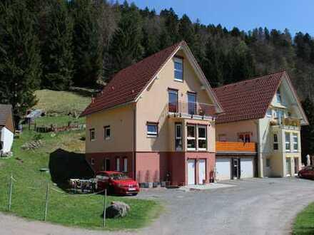 Wohnhaus mit Einliegerwohnung in idyllischer Lage am Waldrand und am Bachlauf