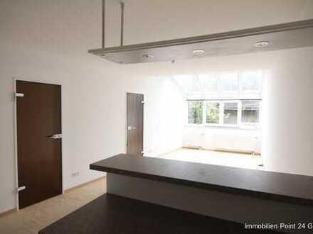 Helle und attraktive 2-Zimmer-Wohnung mit EBK und Garage an der Ega