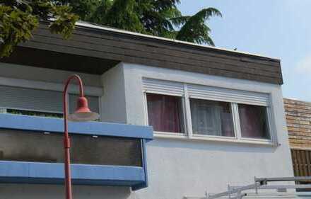 Gemütlich helle Wohnung im OG mit zwei Balkonen