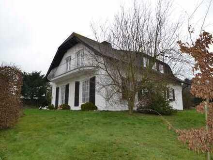 Gehobenes Einfamilienhaus mit vollkeller und Doppelgarage in guter Wohngegend