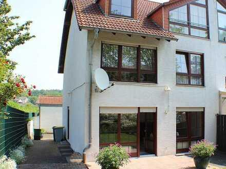 ***Großzügige Doppelhaushälfte in der nähe von Frankfurt/M***