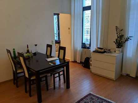 Helle und gepflegte 2-Zimmer-Wohnung in der Lousbergstrasse mit hohen Decken