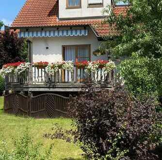 Gepflegte Doppelhaushälfte mit fünf Zimmern und EBK in Herzogenaurach, Herzogenaurach