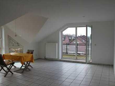 Helle, vollständig renovierte 3,5-Zimmer-DG-Wohnung mit Balkon und Einbauküche in Witten - Stockum